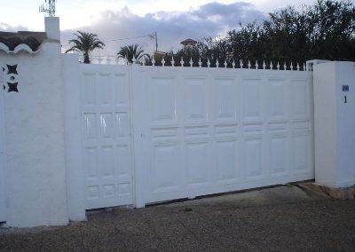 puerta hierro exterior blanco
